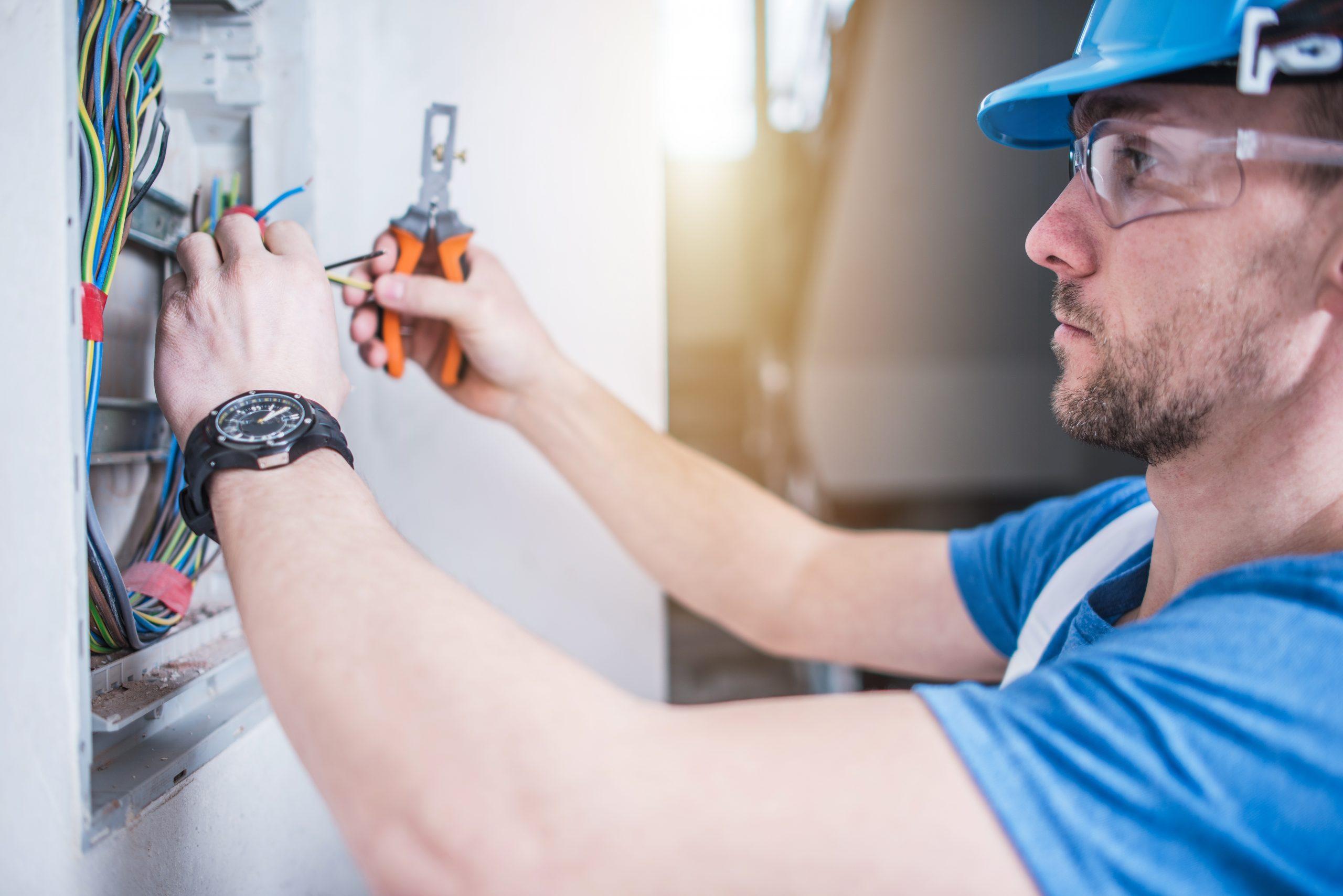 Técnico Electricista y Mantenimiento de Instalaciones Eléctricas en Edificios y Viviendas